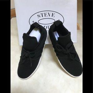 NWT Steve Madden Lancer sneaker